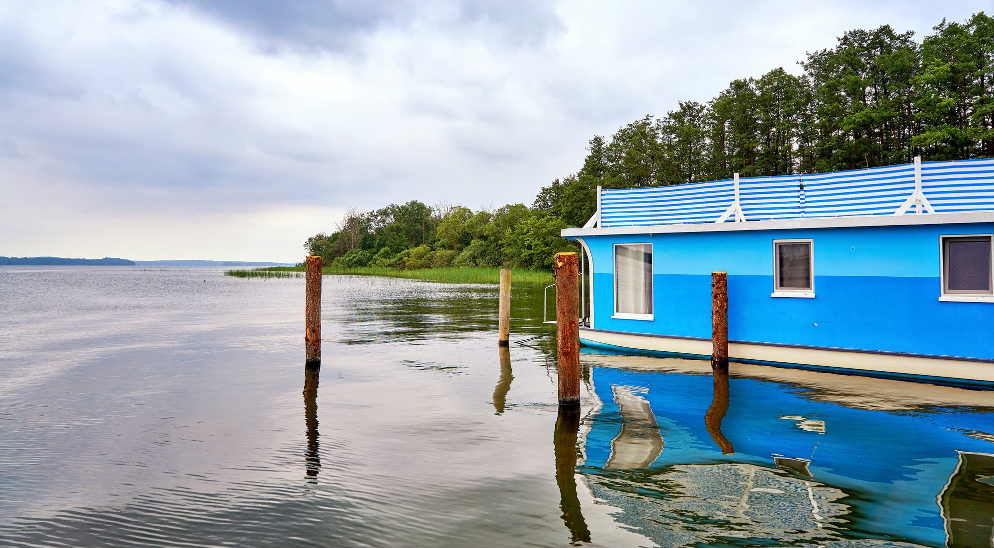 15 Questions You Should Ask Before Buying a Houseboat