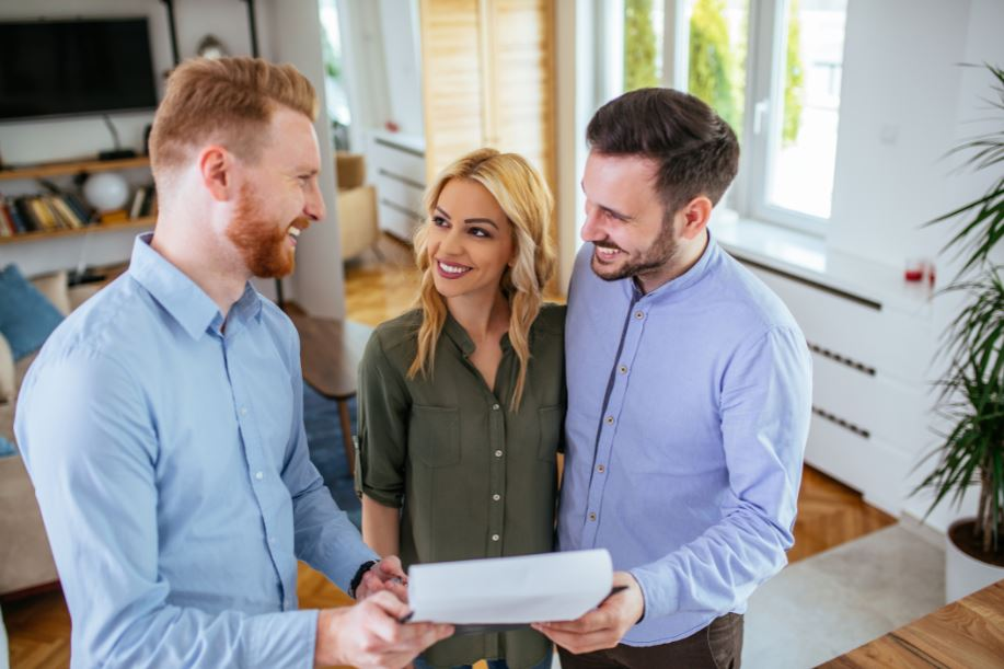 first-time home buyers working with a realtor to create a home offer letter